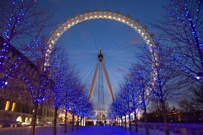 800px-London_Eye_Twilight_April_2006